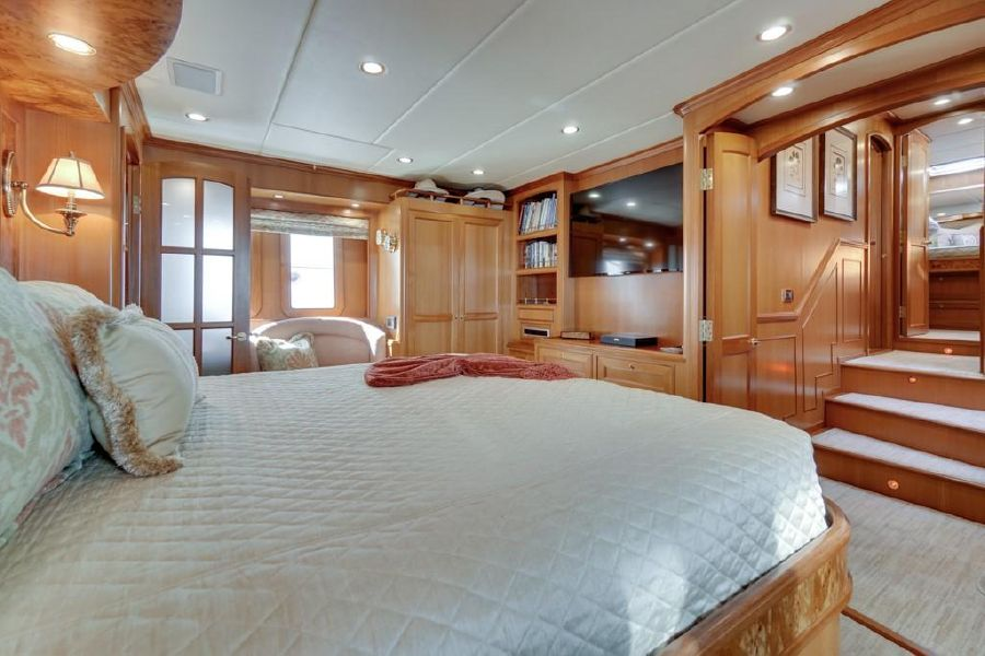 Offshore 76 Master Bed