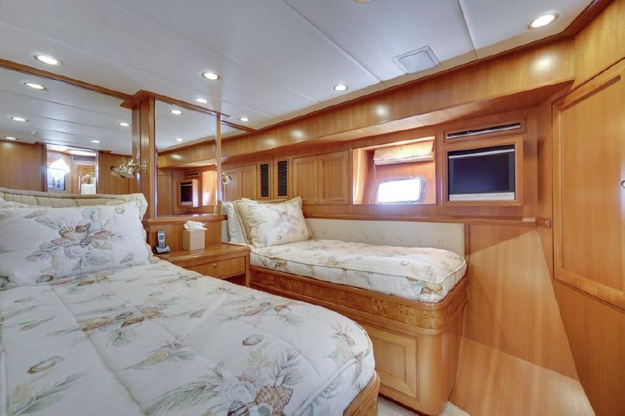 Offshore 76 Guest Beds