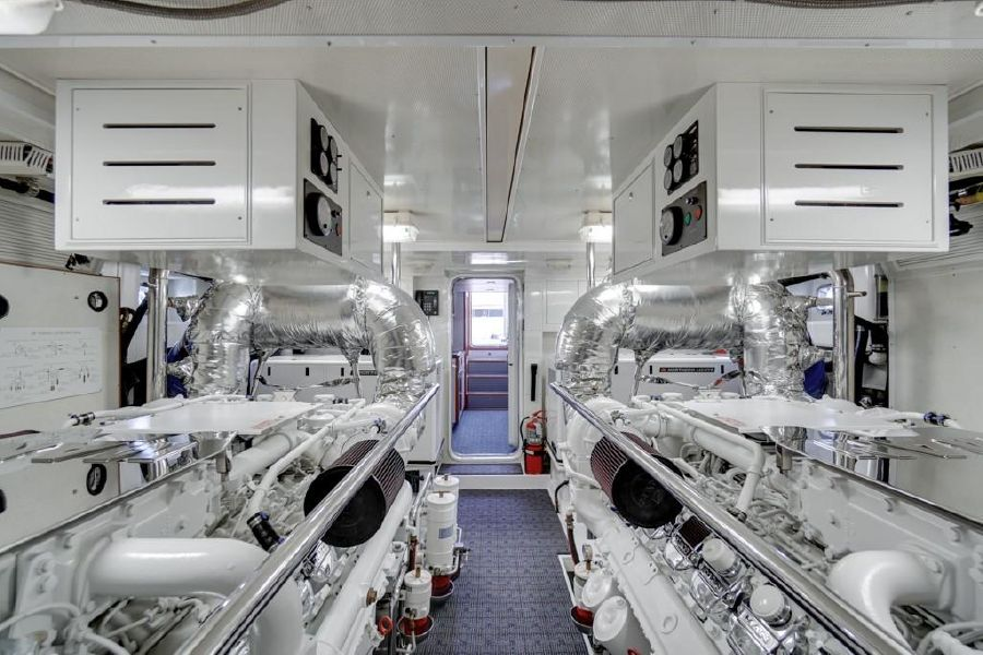 Offshore 76 Motoryacht Engine Room