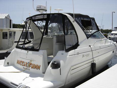 2002 Cruisers Yachts 3572 Express