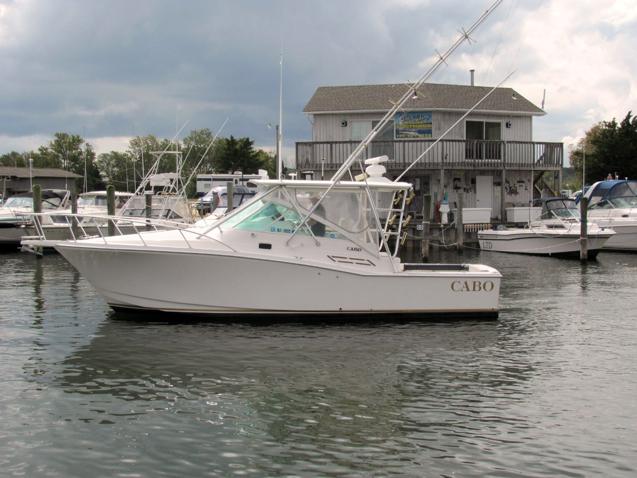 31 ft 2002 cabo yachts 31 express