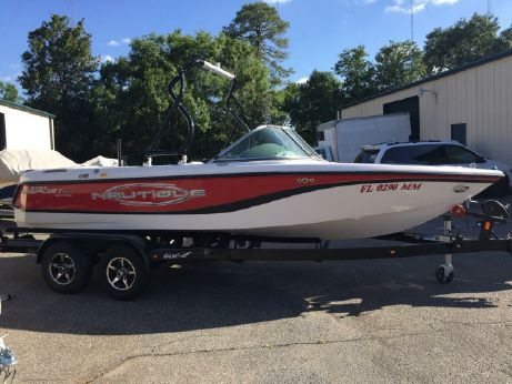 2004 Correct Craft Super Air Nautique 210 Sport