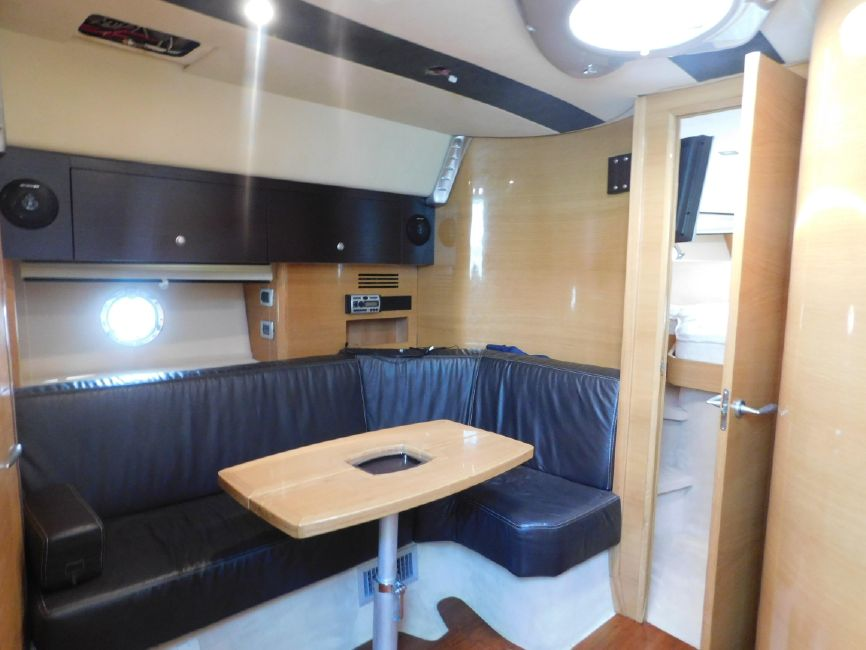 Cranchi 43HT Galley Settee