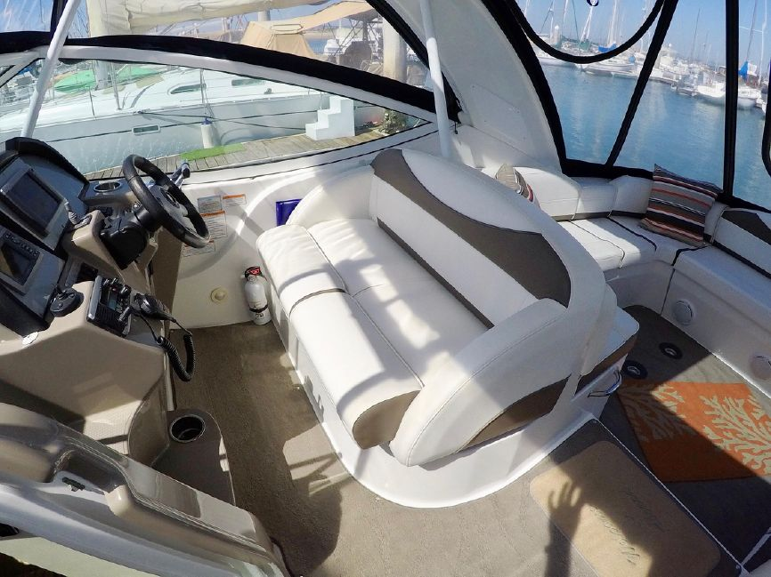 Cruisers Yachts 330 Express Cruiser Boat for sale