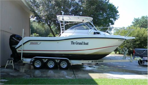 2005 Boston Whaler 255 Conquest with trailer