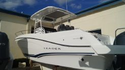 2019 Jeanneau Leader 9.0 Center Console