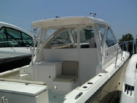 2015 Pursuit 325 off shore