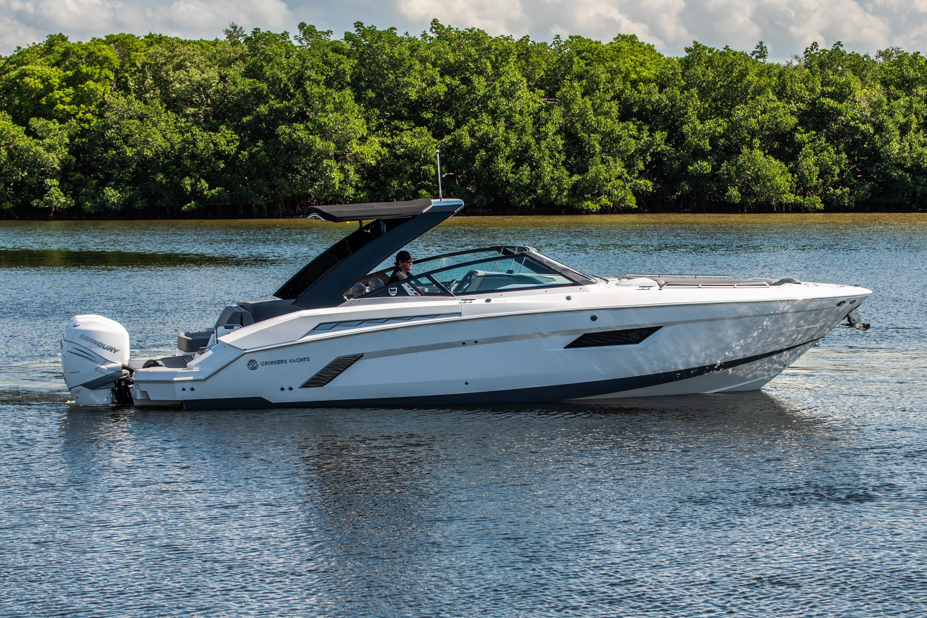 2019 Cruisers 338 Bowrider Power Boat For Sale Www Yachtworld Com