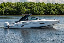 2019 Cruisers Yachts 338 Bowrider