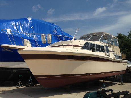 1981 Chris Craft 381 Catalina