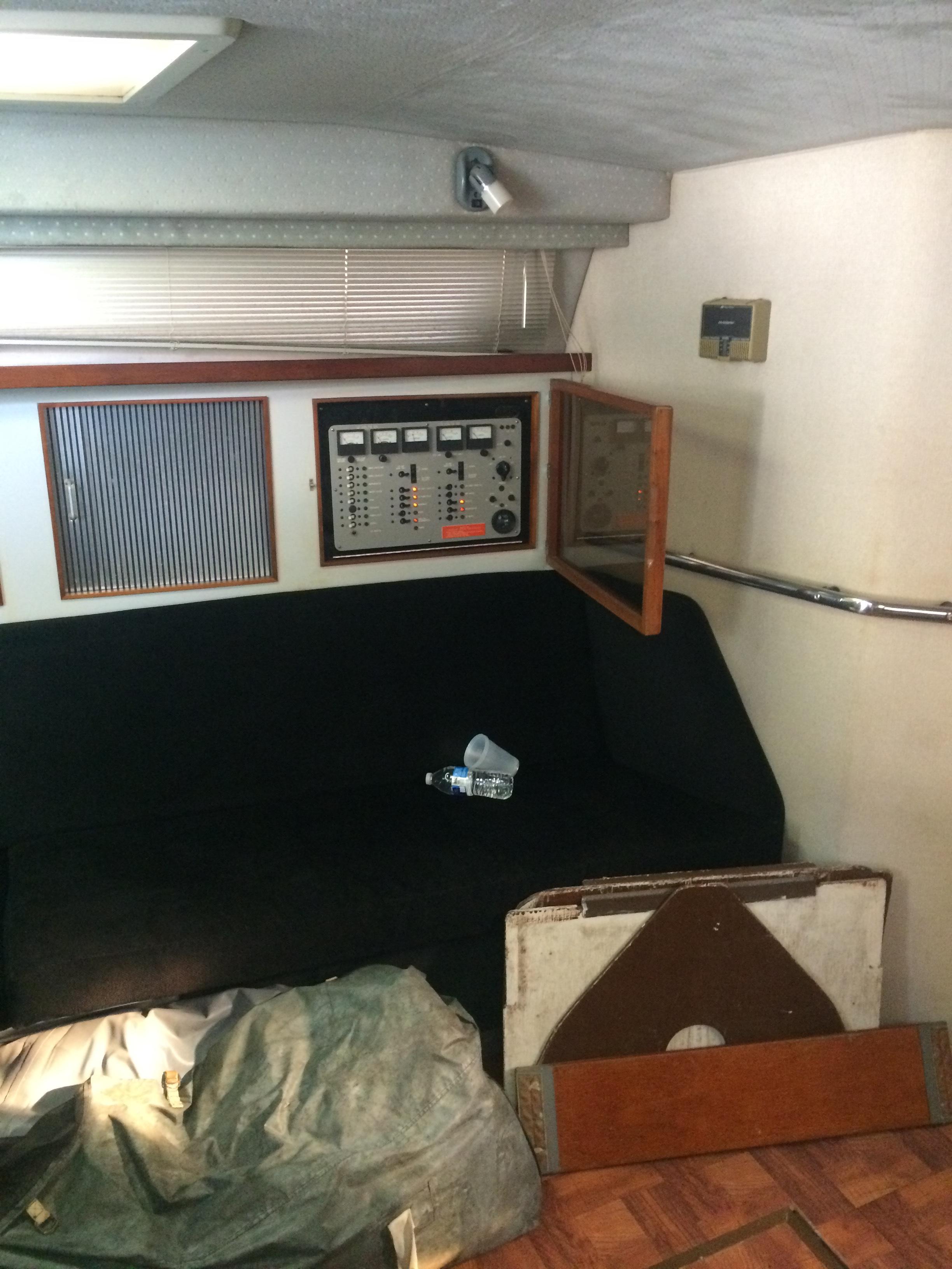 39' Sea Ray 300 Express Cruiser+Photo 7