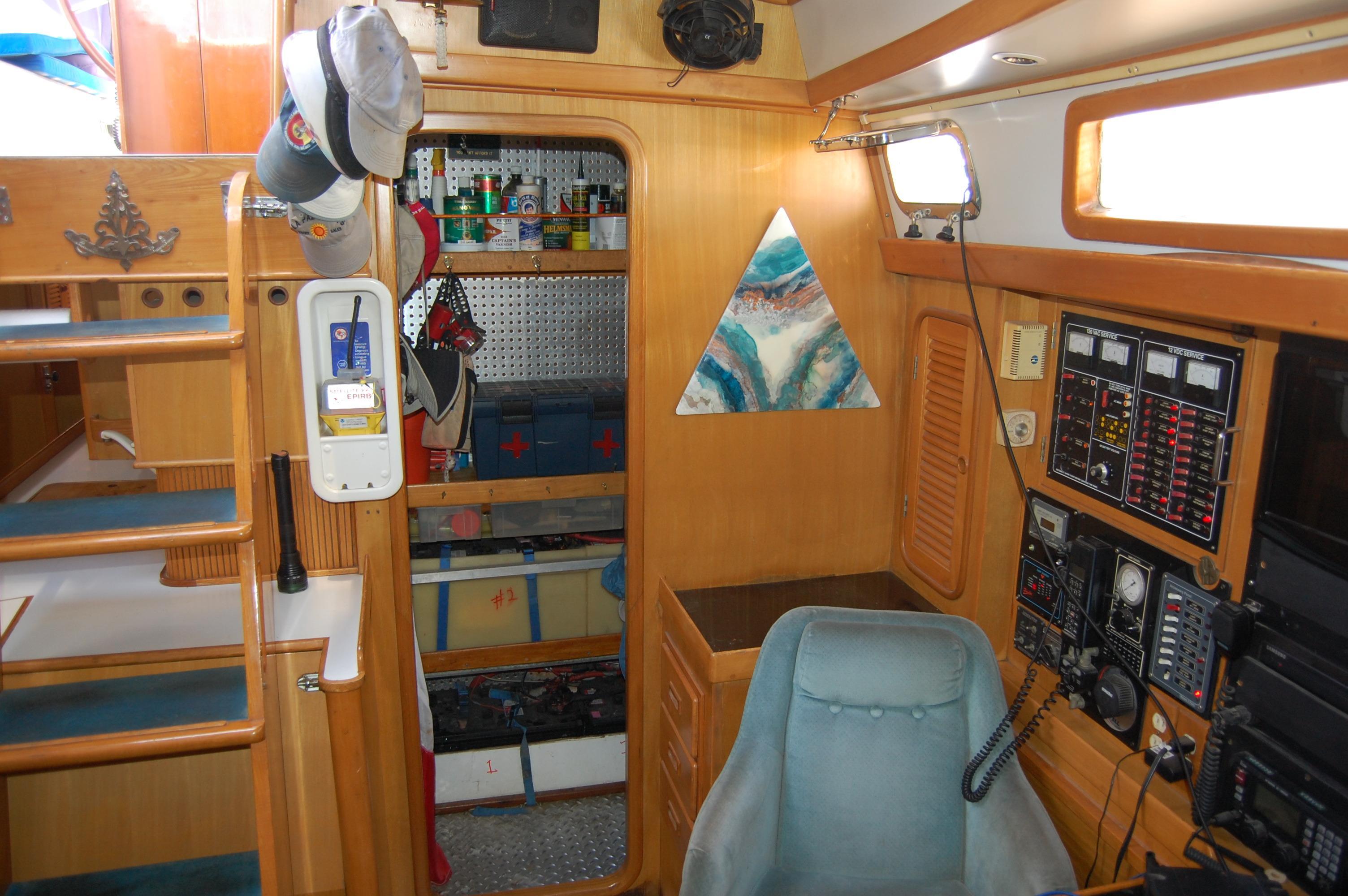 47' Tayana Center Cockpit Cutter+Photo 11