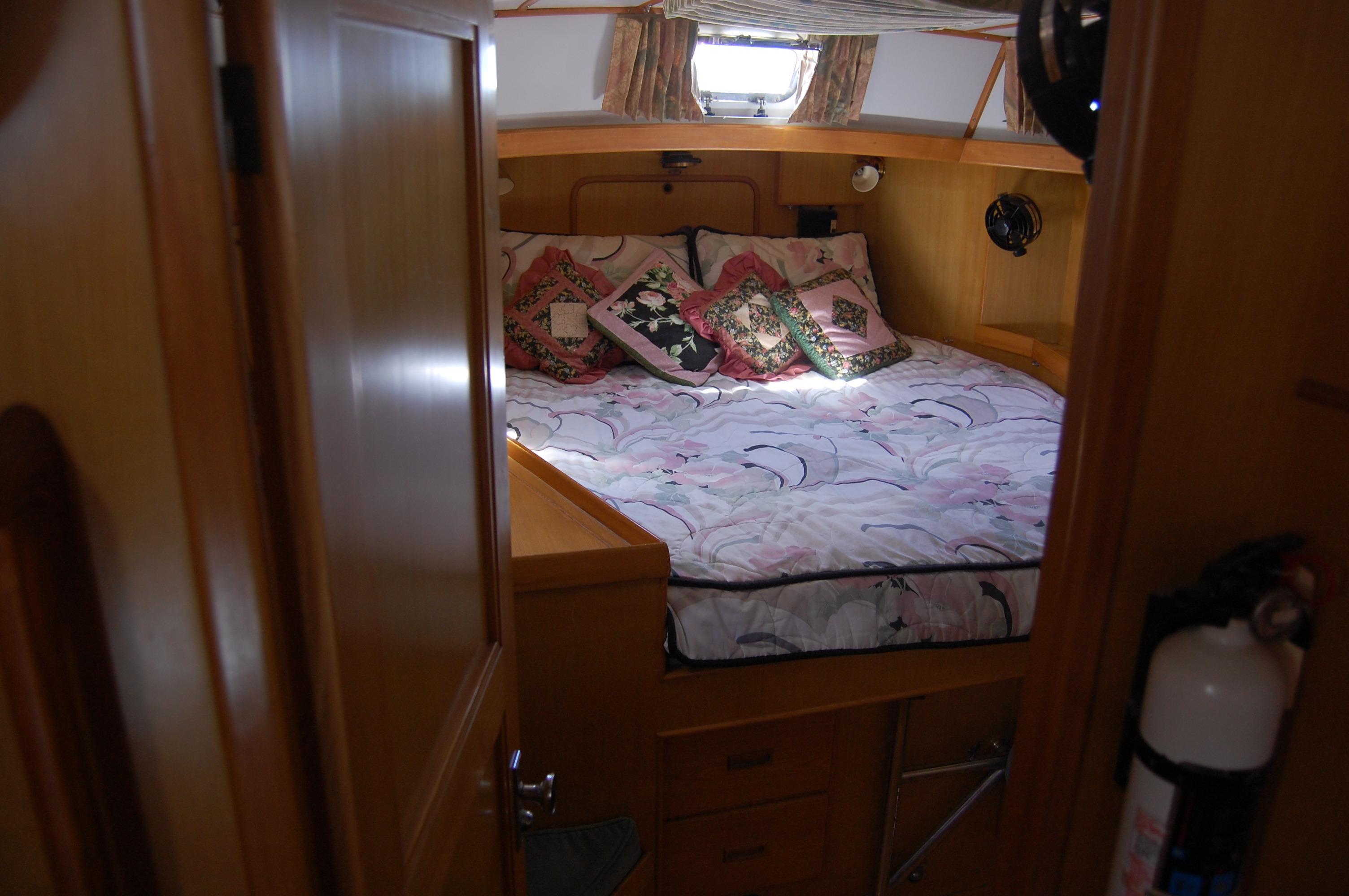 47' Tayana Center Cockpit Cutter+Photo 18