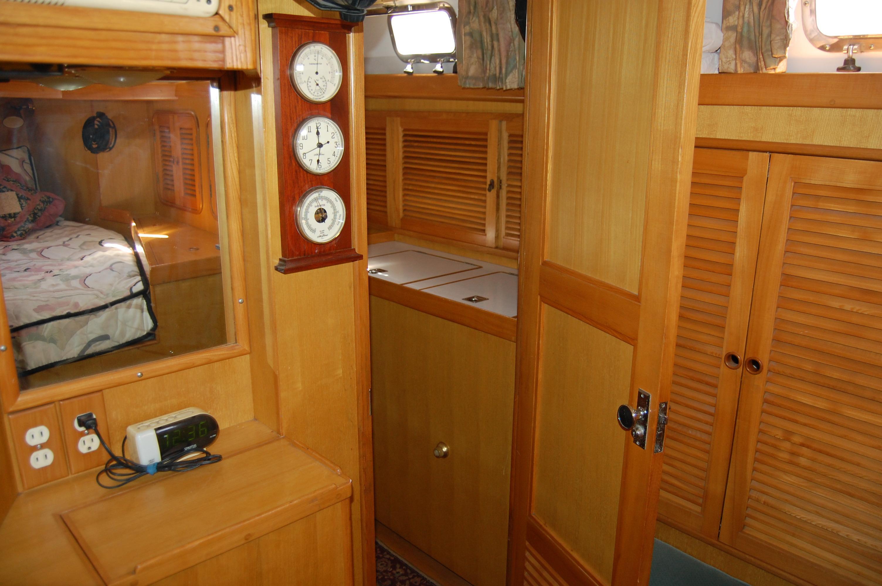 47' Tayana Center Cockpit Cutter+Photo 22