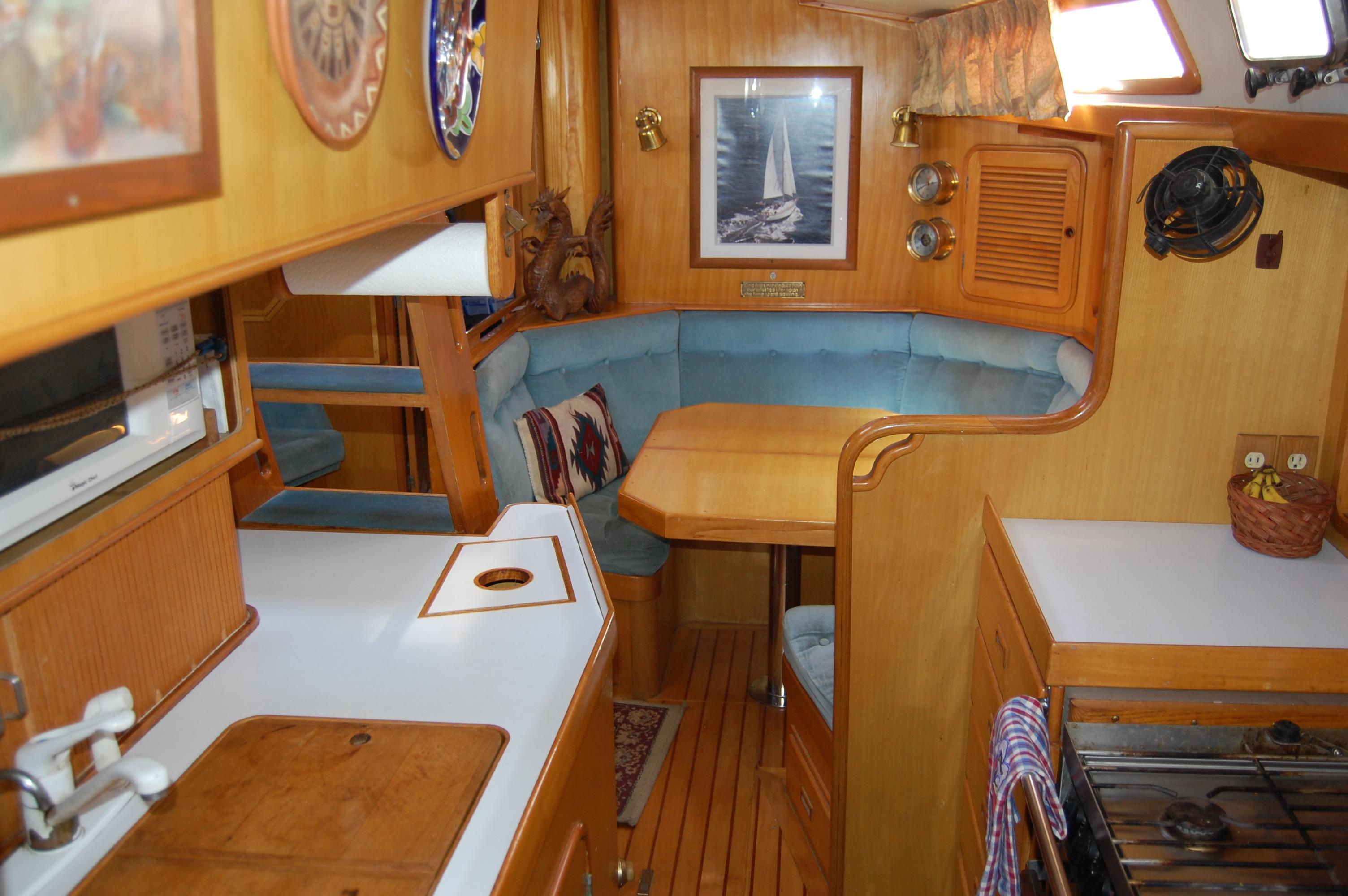 47' Tayana Center Cockpit Cutter+Photo 27
