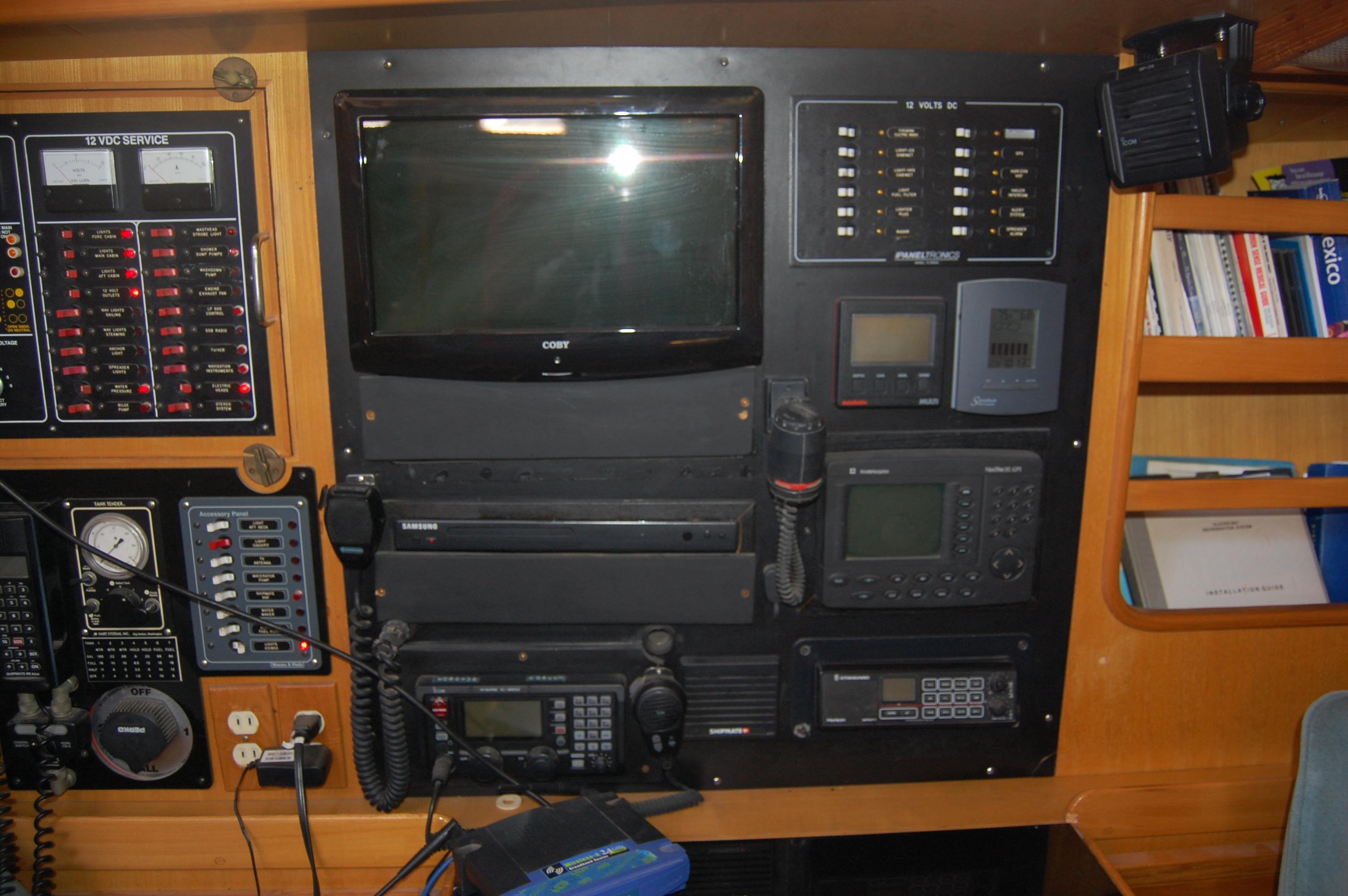 47' Tayana Center Cockpit Cutter+Photo 31