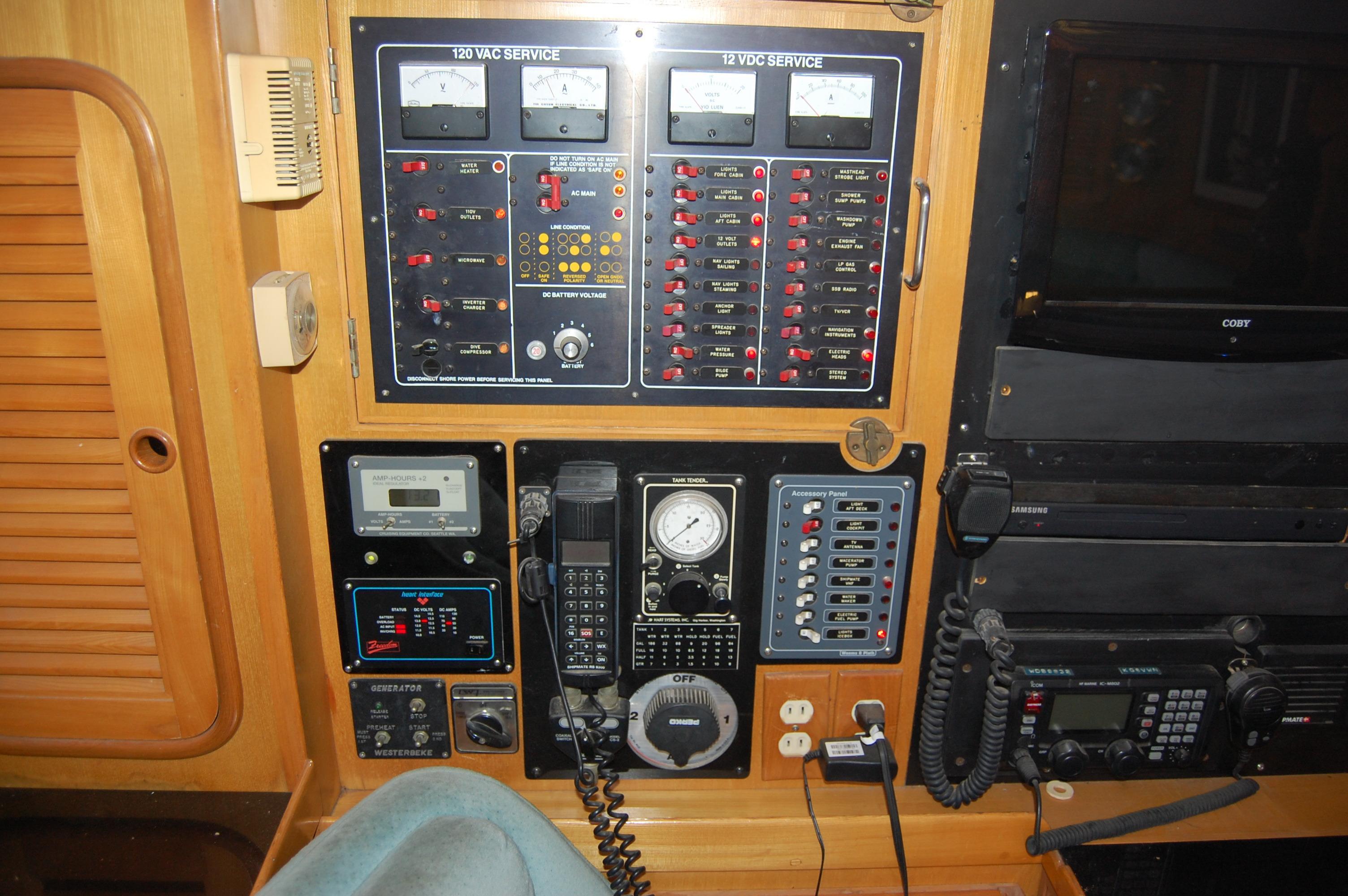 47' Tayana Center Cockpit Cutter+Photo 32