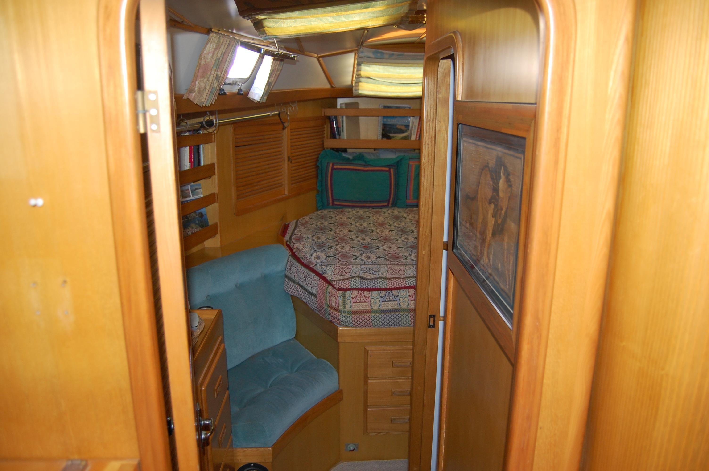 47' Tayana Center Cockpit Cutter+Photo 33