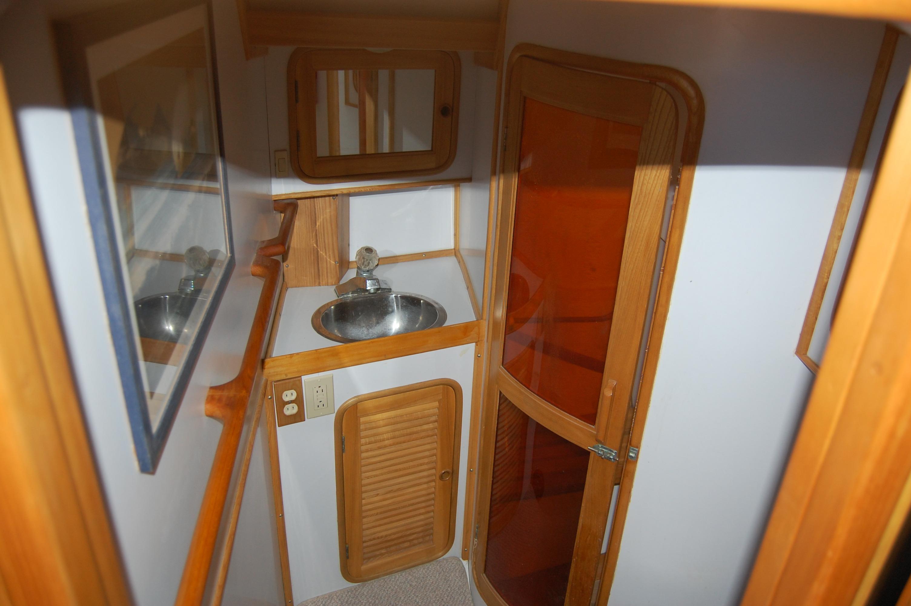 47' Tayana Center Cockpit Cutter+Photo 39