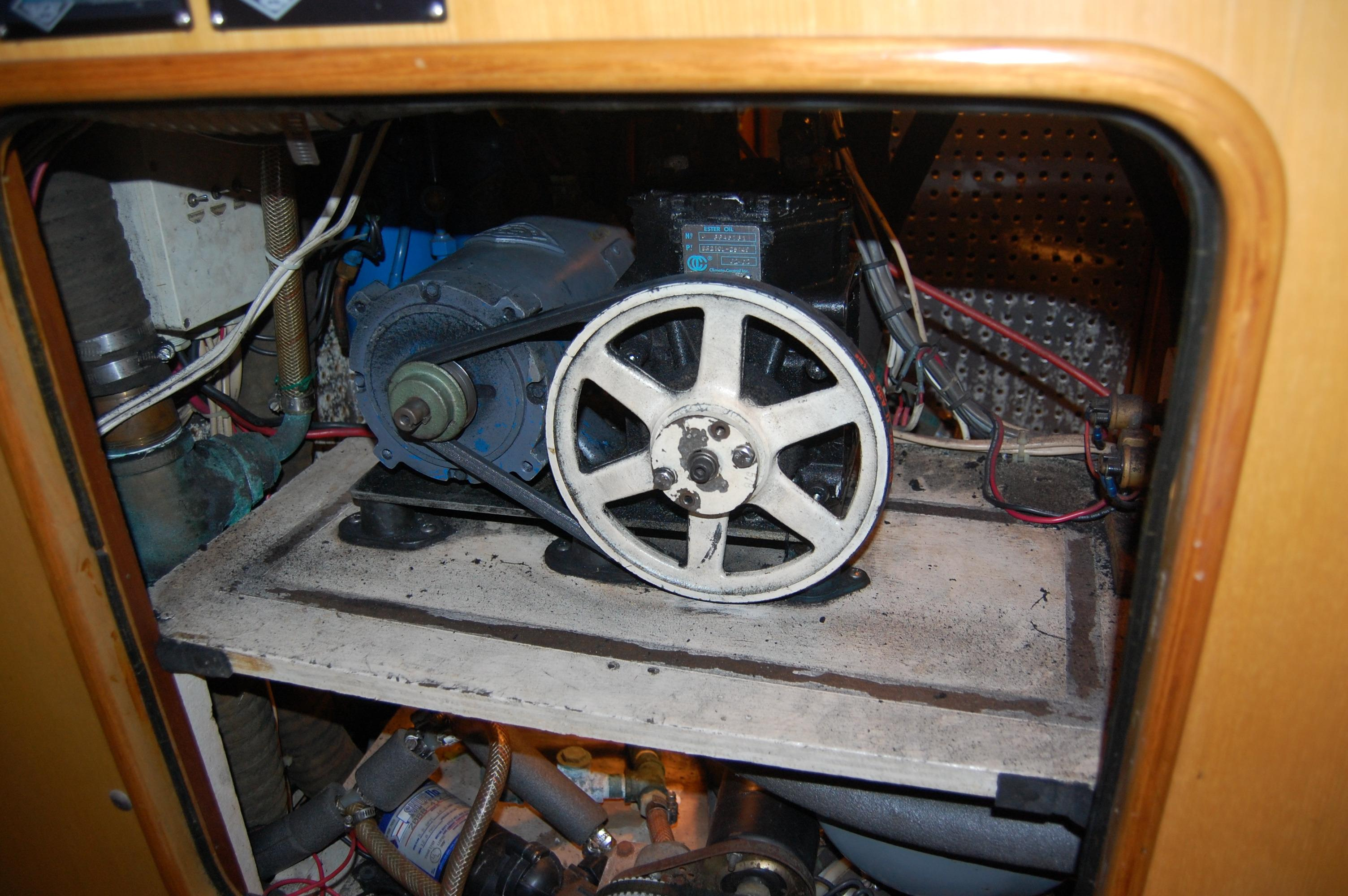 47' Tayana Center Cockpit Cutter+Photo 42