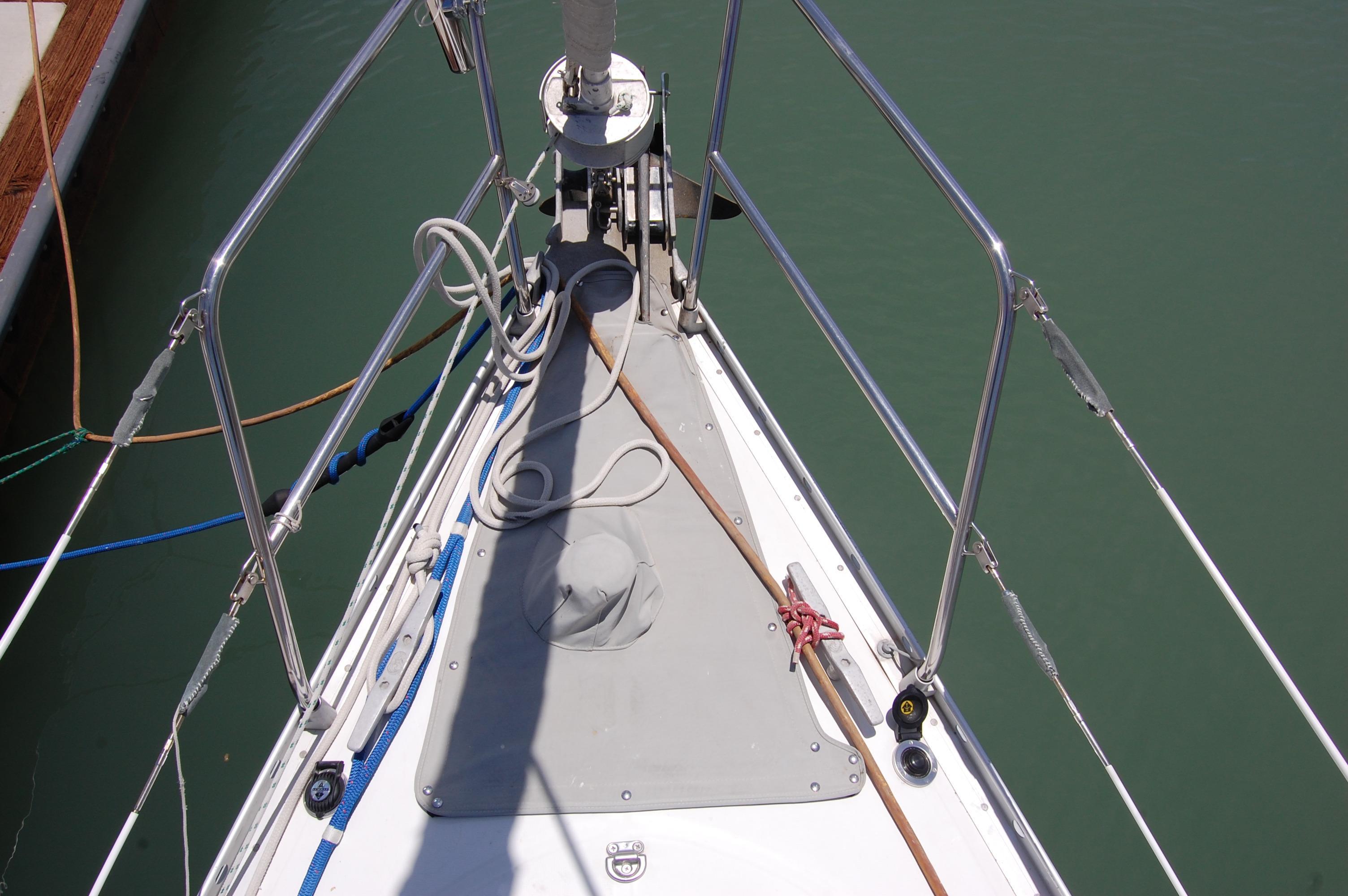 35' Beneteau Oceanis 350+Photo 6