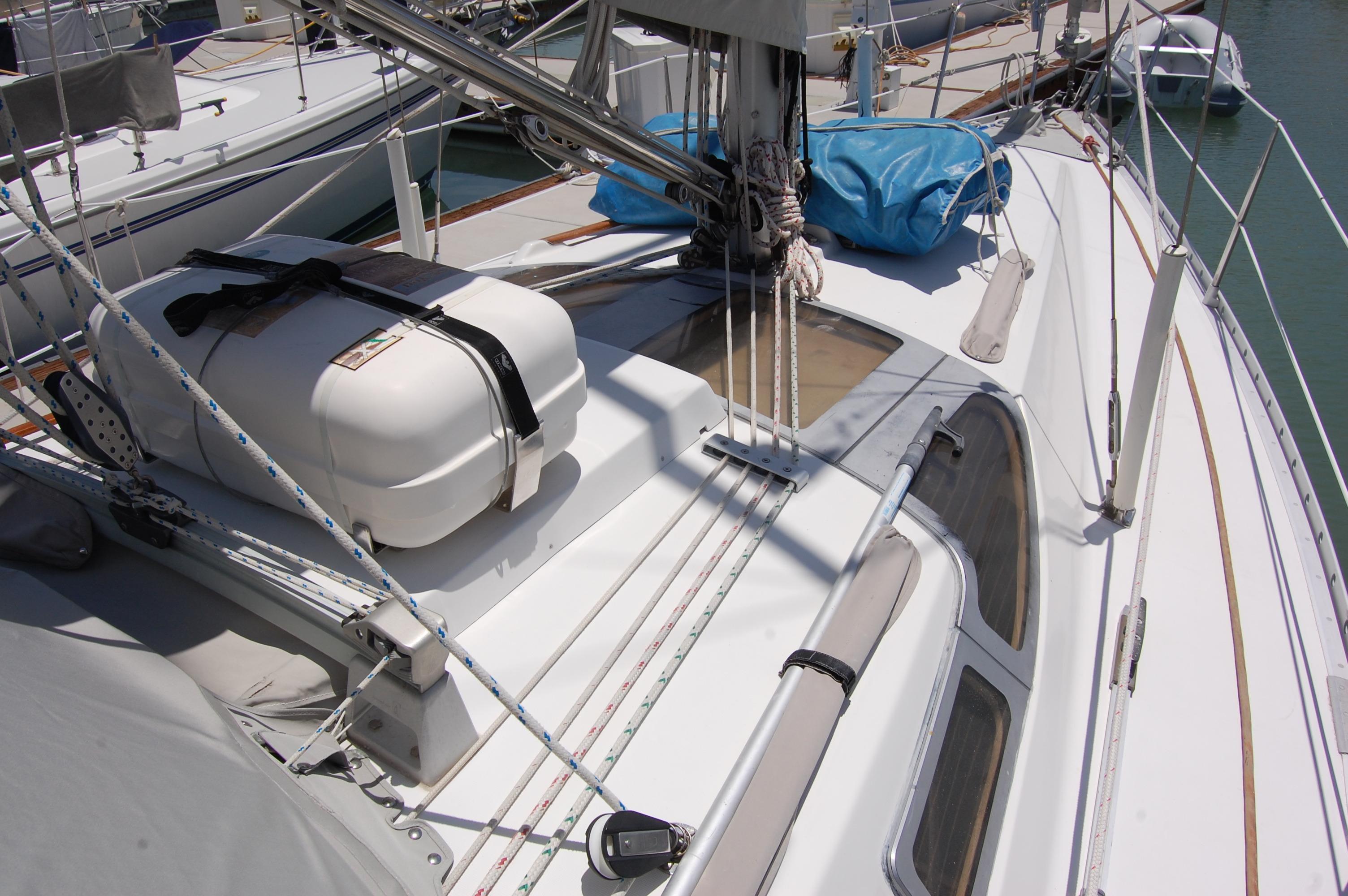 35' Beneteau Oceanis 350+Photo 8
