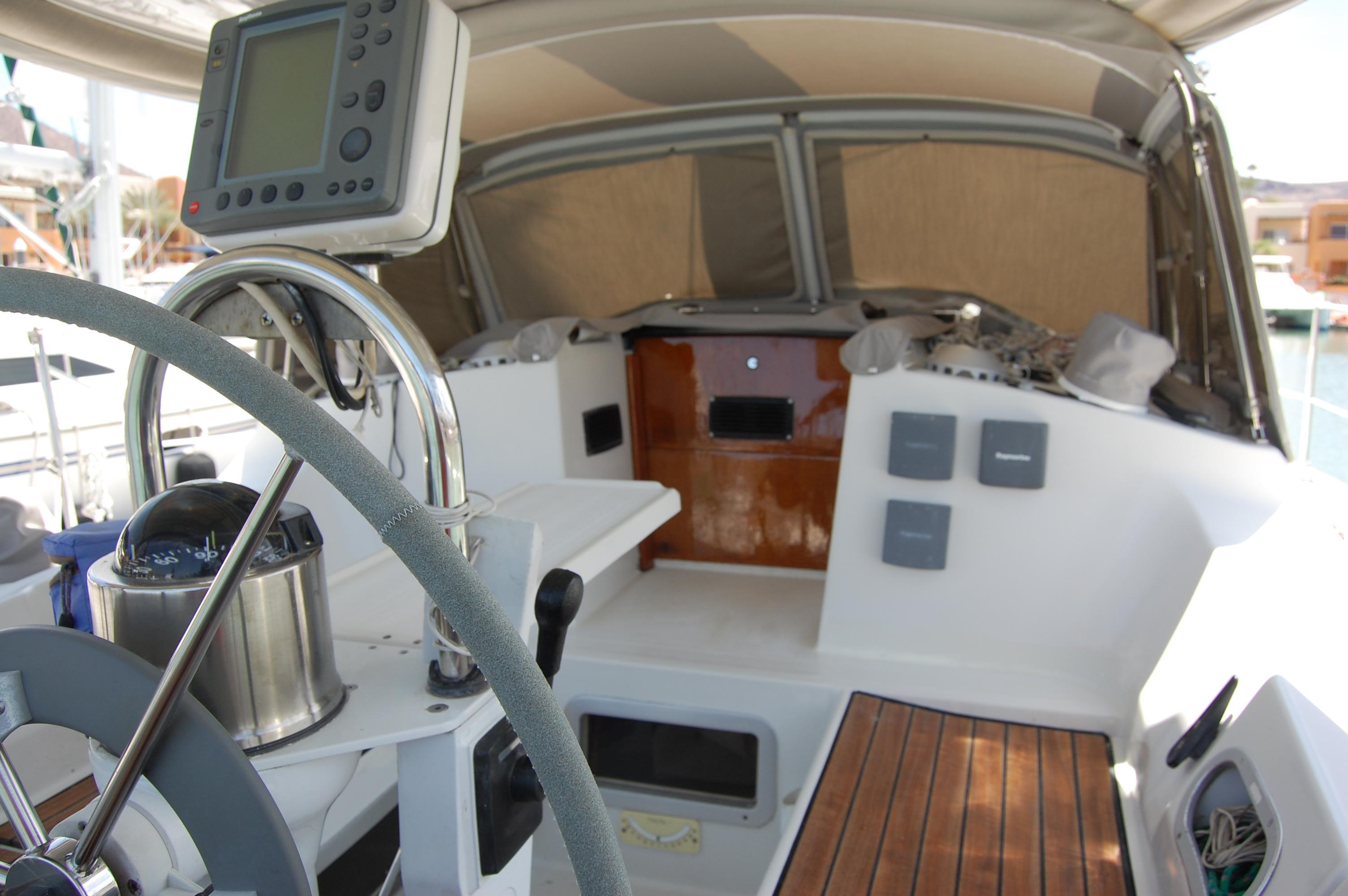 35' Beneteau Oceanis 350+Photo 14