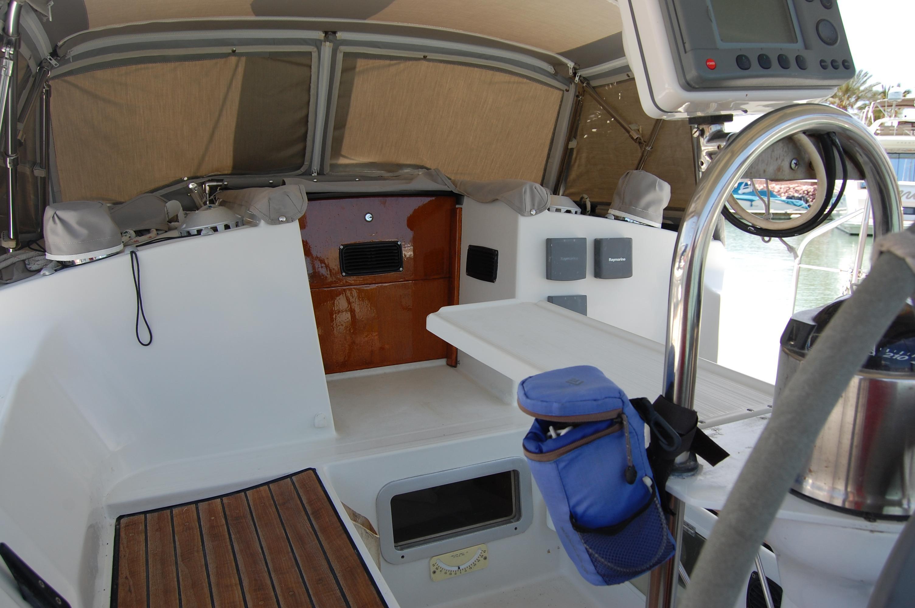 35' Beneteau Oceanis 350+Photo 15