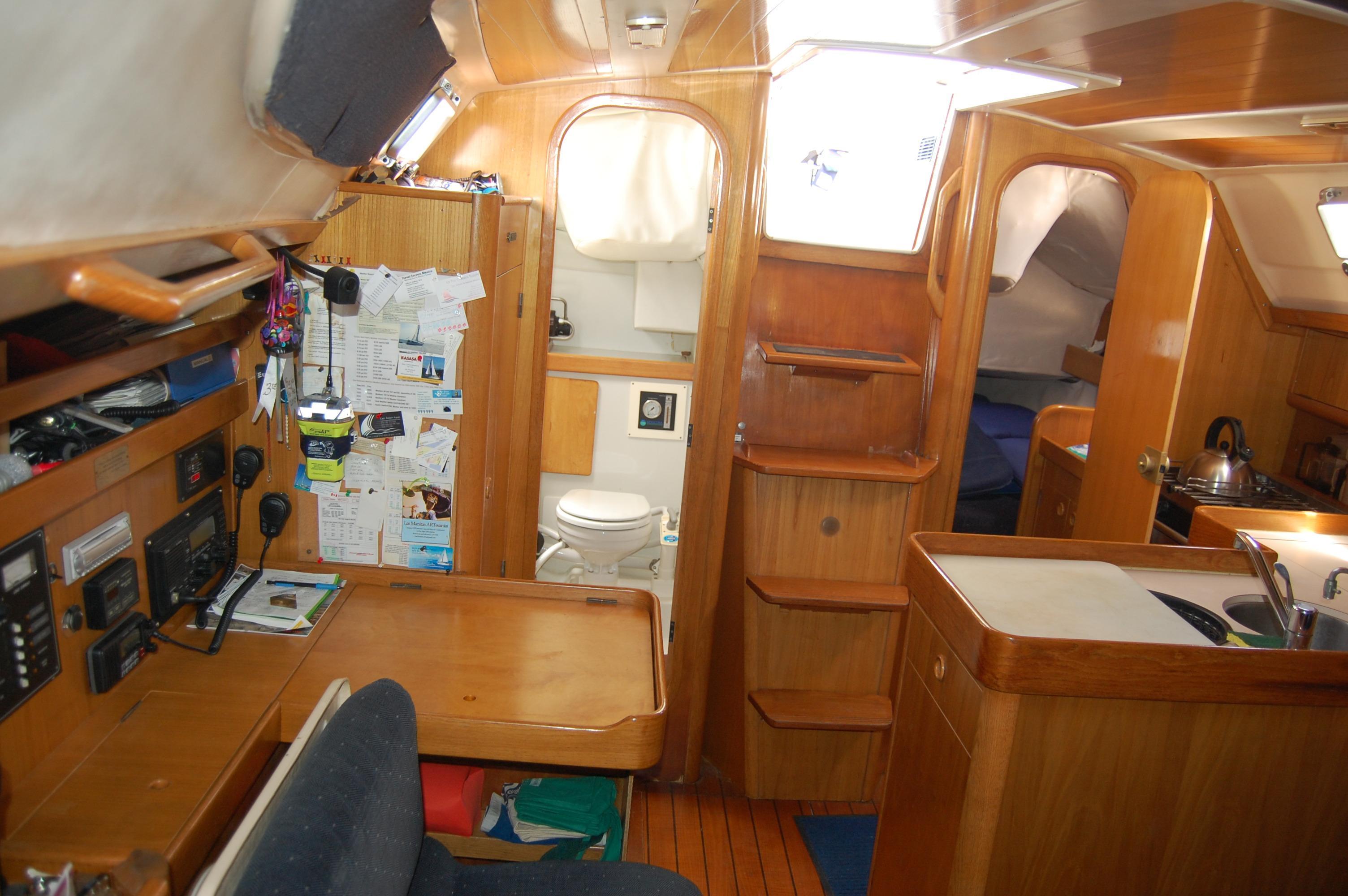 35' Beneteau Oceanis 350+Photo 21