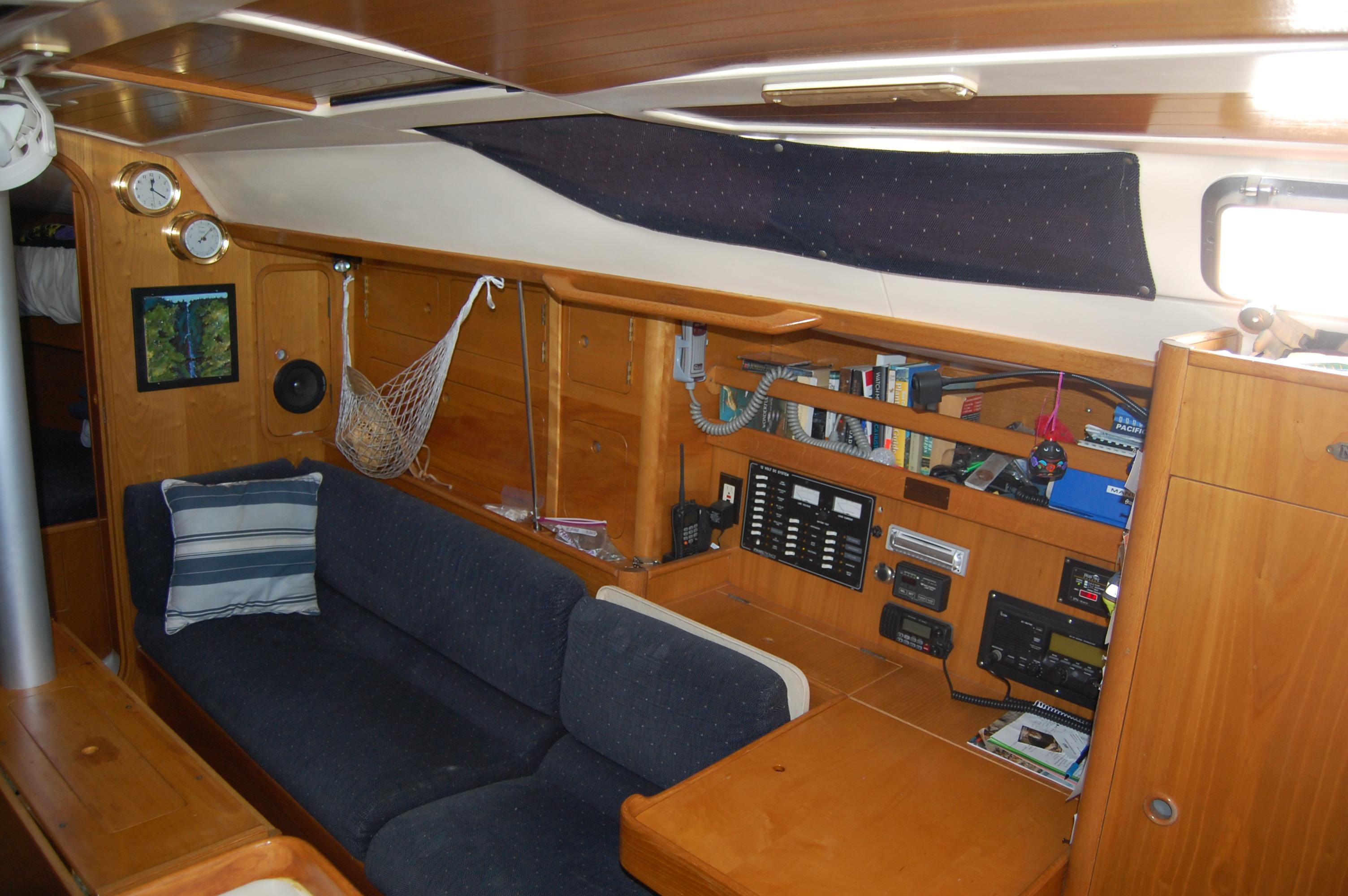 35' Beneteau Oceanis 350+Photo 26
