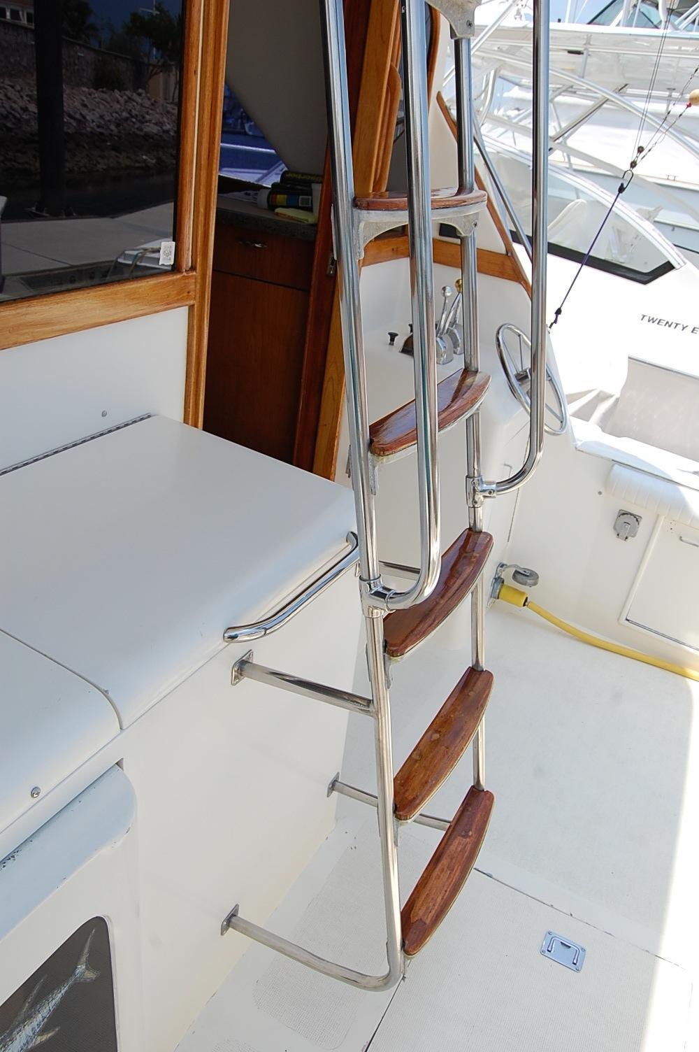 48' Ocean Yachts Super Sport+Aft wash hose station fish Door