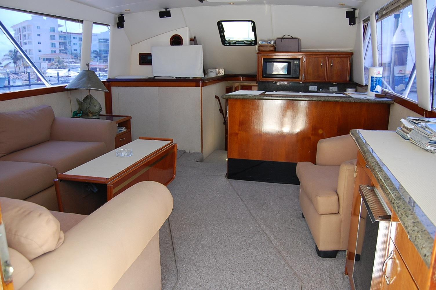48' Ocean Yachts Super Sport+Starboard Chair/Bar Salon Area