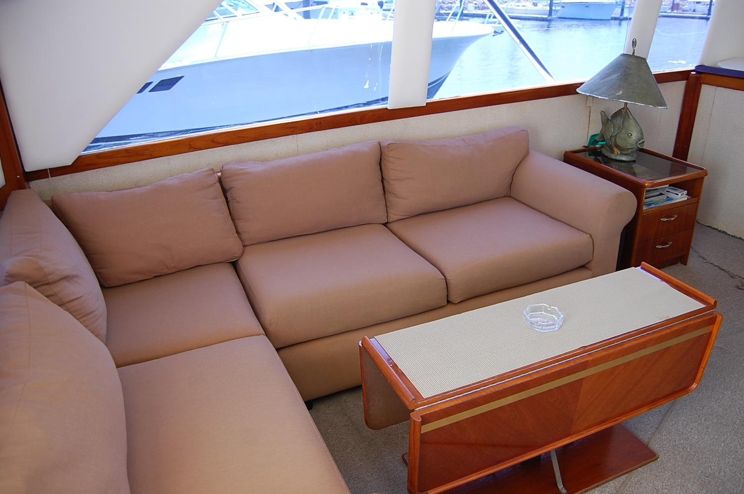 48' Ocean Yachts Super Sport+Aft Entrance to the Salon