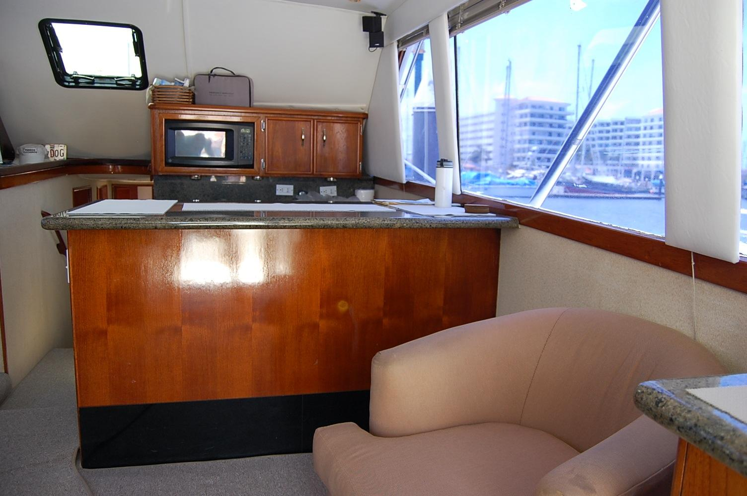 48' Ocean Yachts Super Sport+Seating area