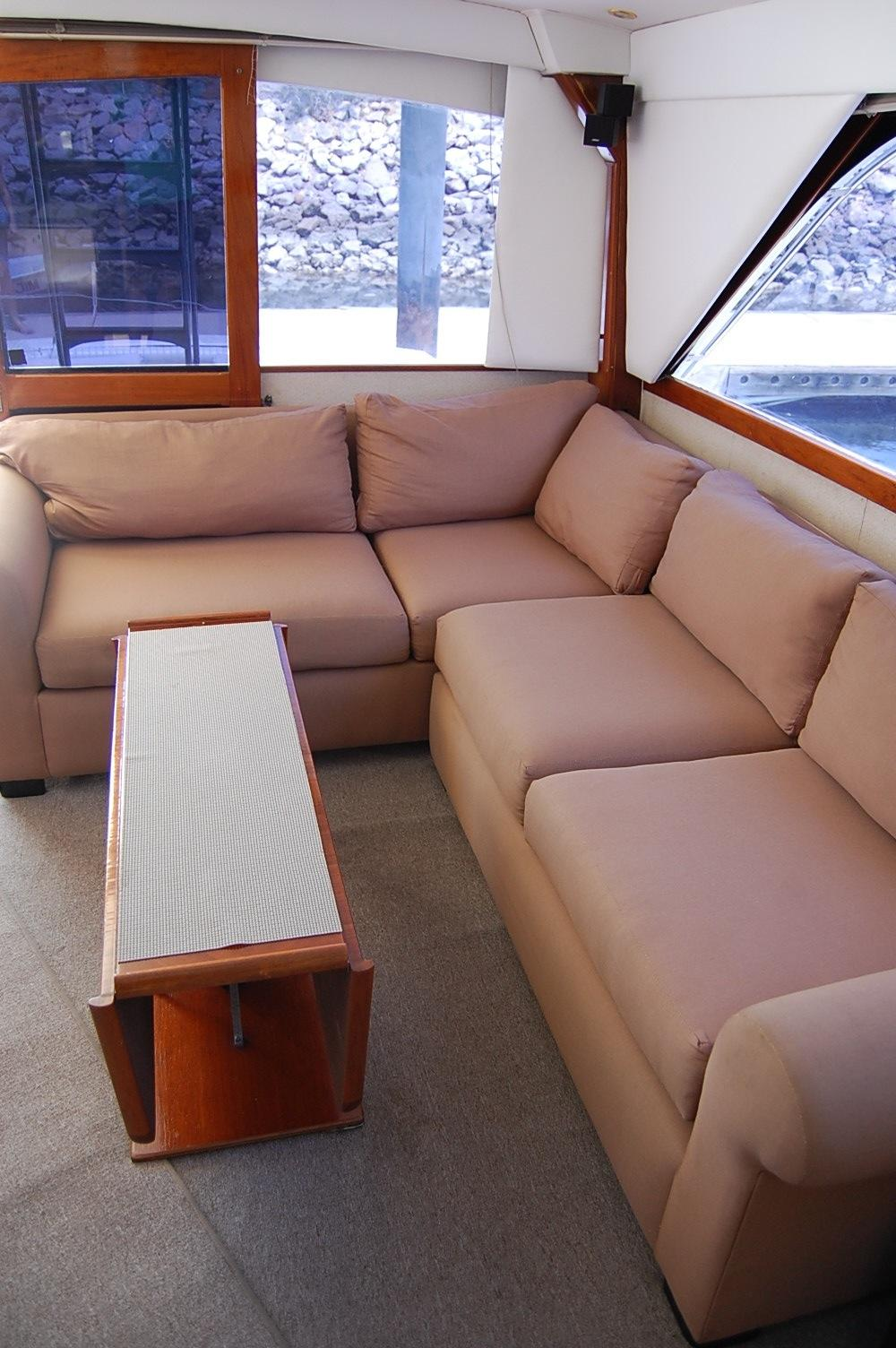 48' Ocean Yachts Super Sport+Couch aft and Port side