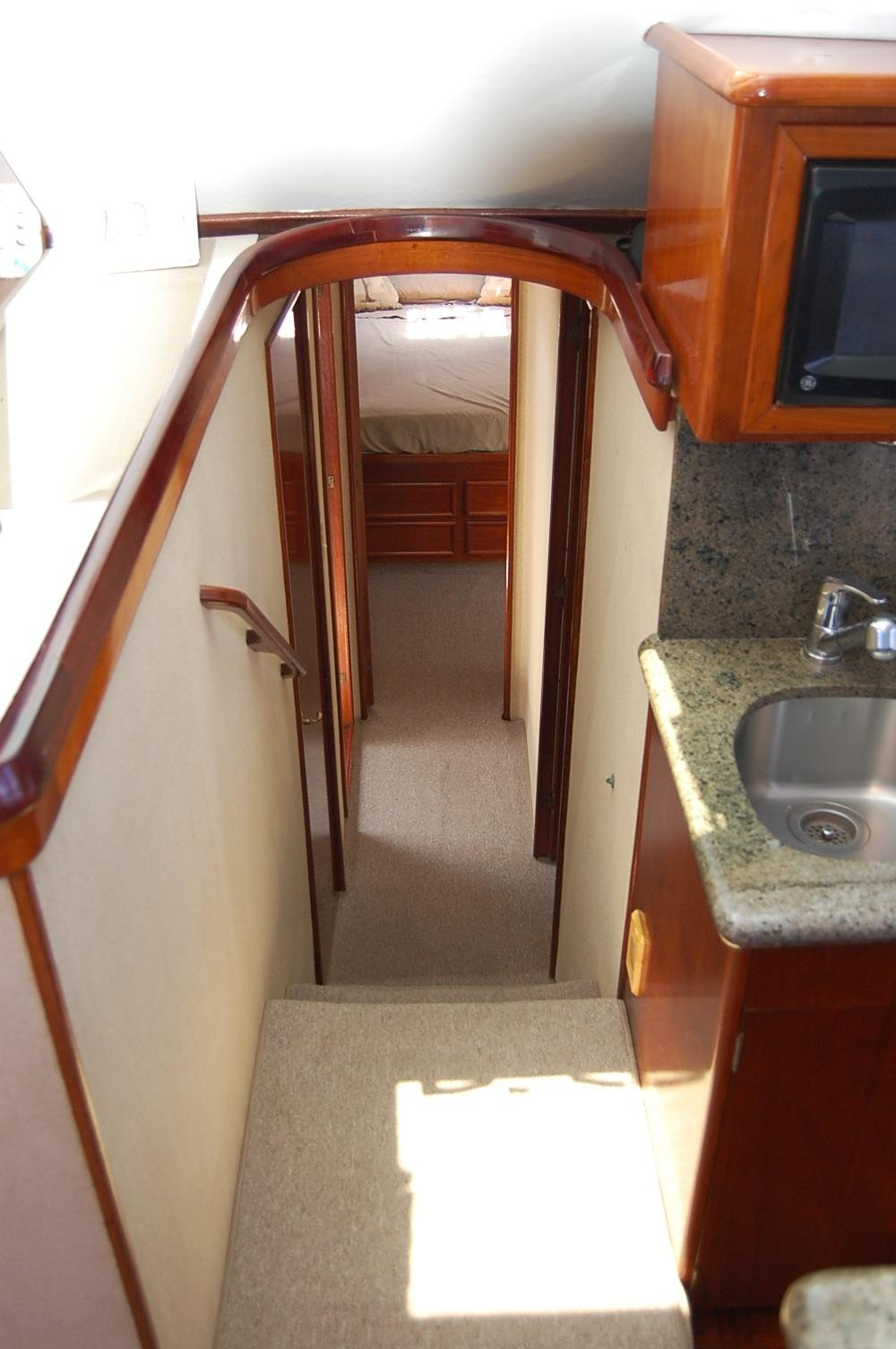 48' Ocean Yachts Super Sport+Hall way