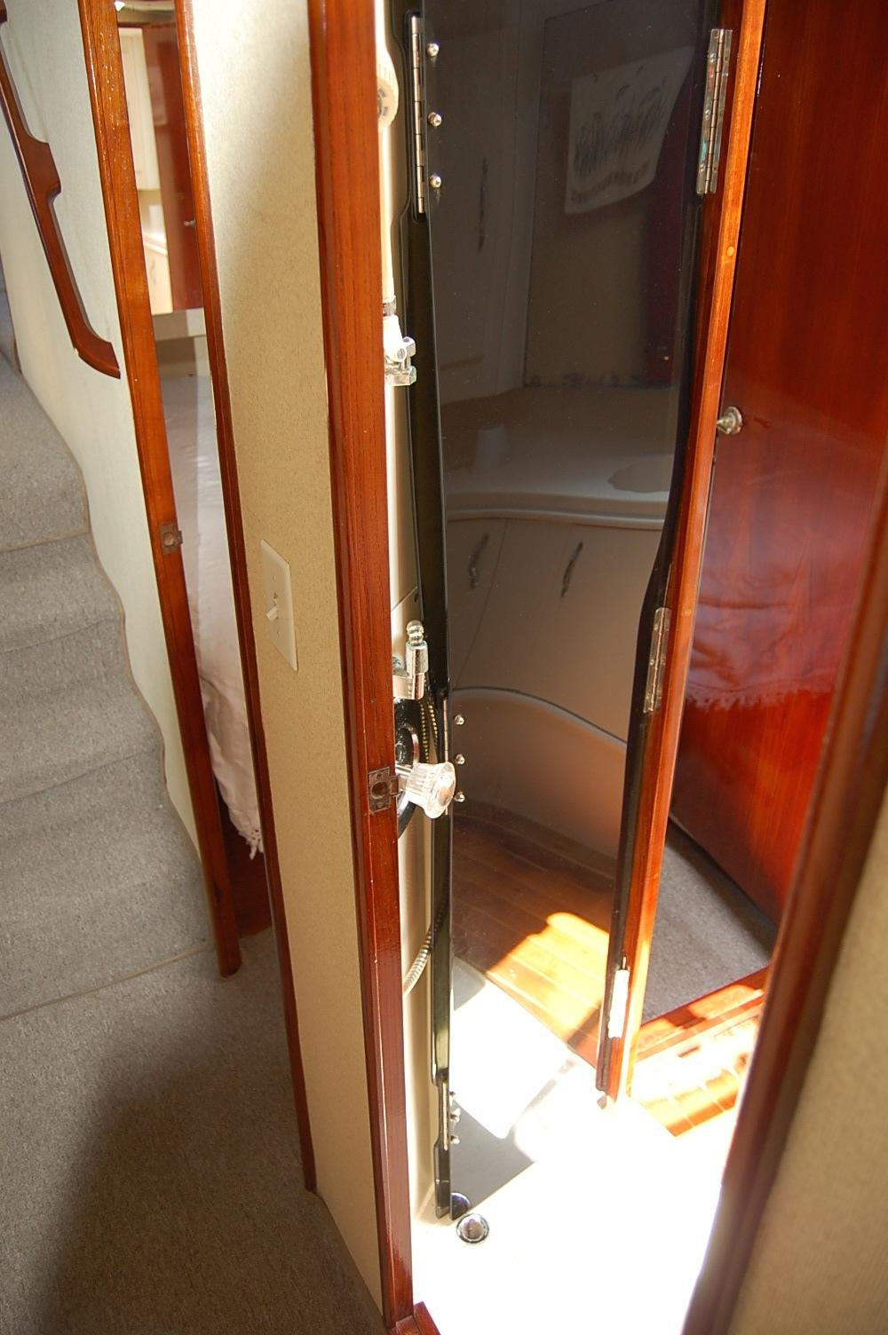 48' Ocean Yachts Super Sport+Main head Main access door