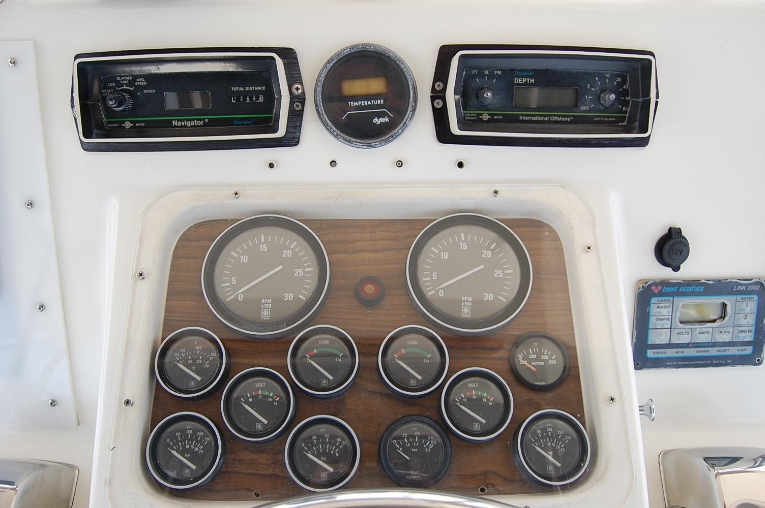 48' Ocean Yachts Super Sport+Electronics Upper Helm
