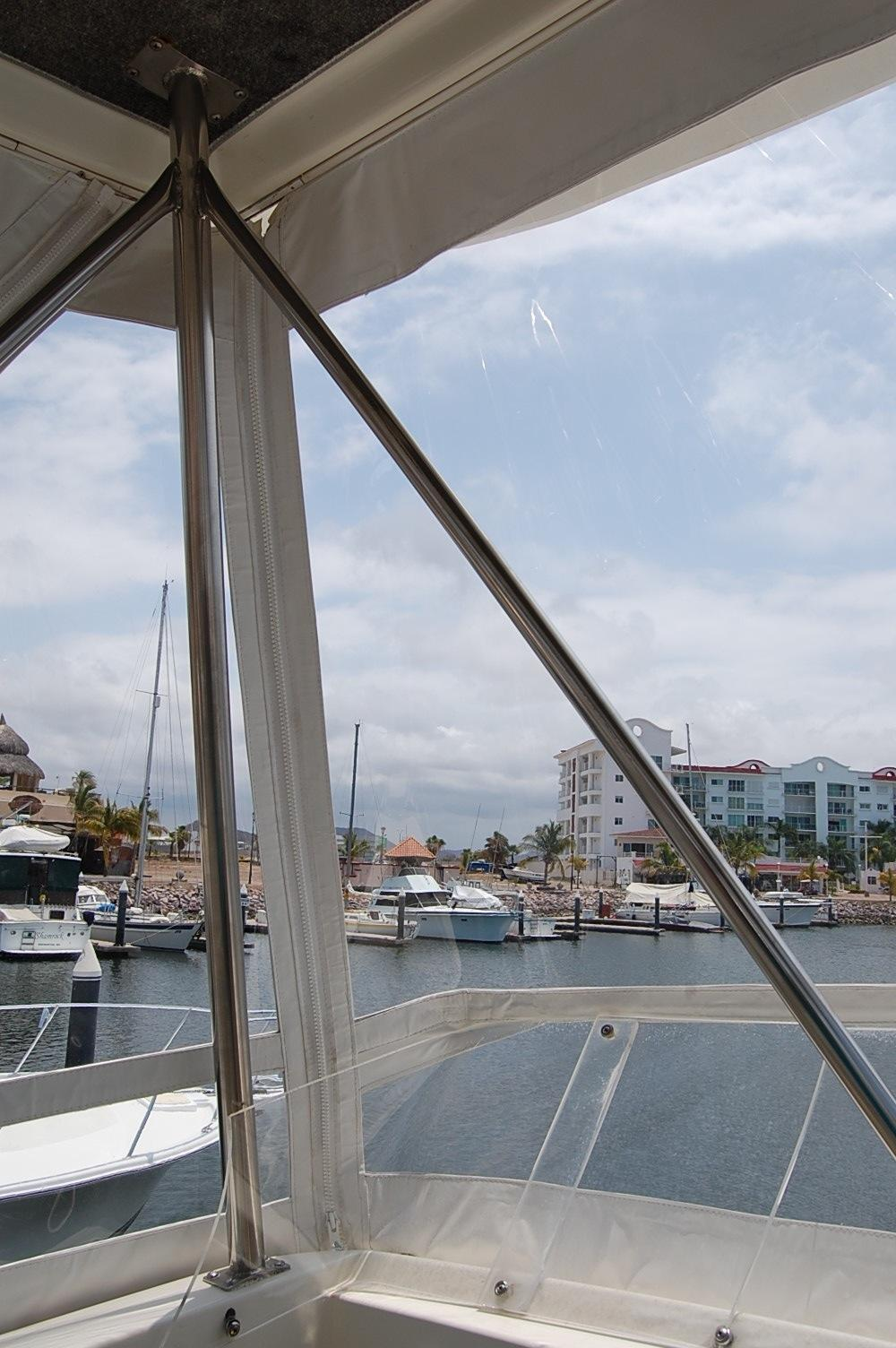48' Ocean Yachts Super Sport+Seating area in front of upper Helm