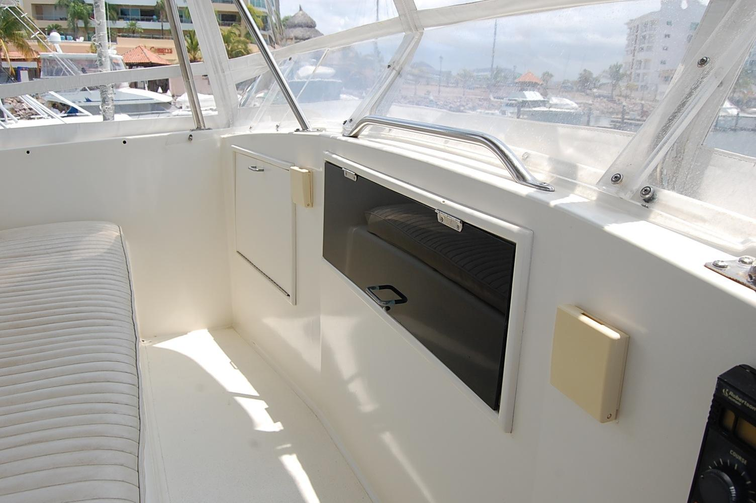 48' Ocean Yachts Super Sport+View sitting gin forward seating