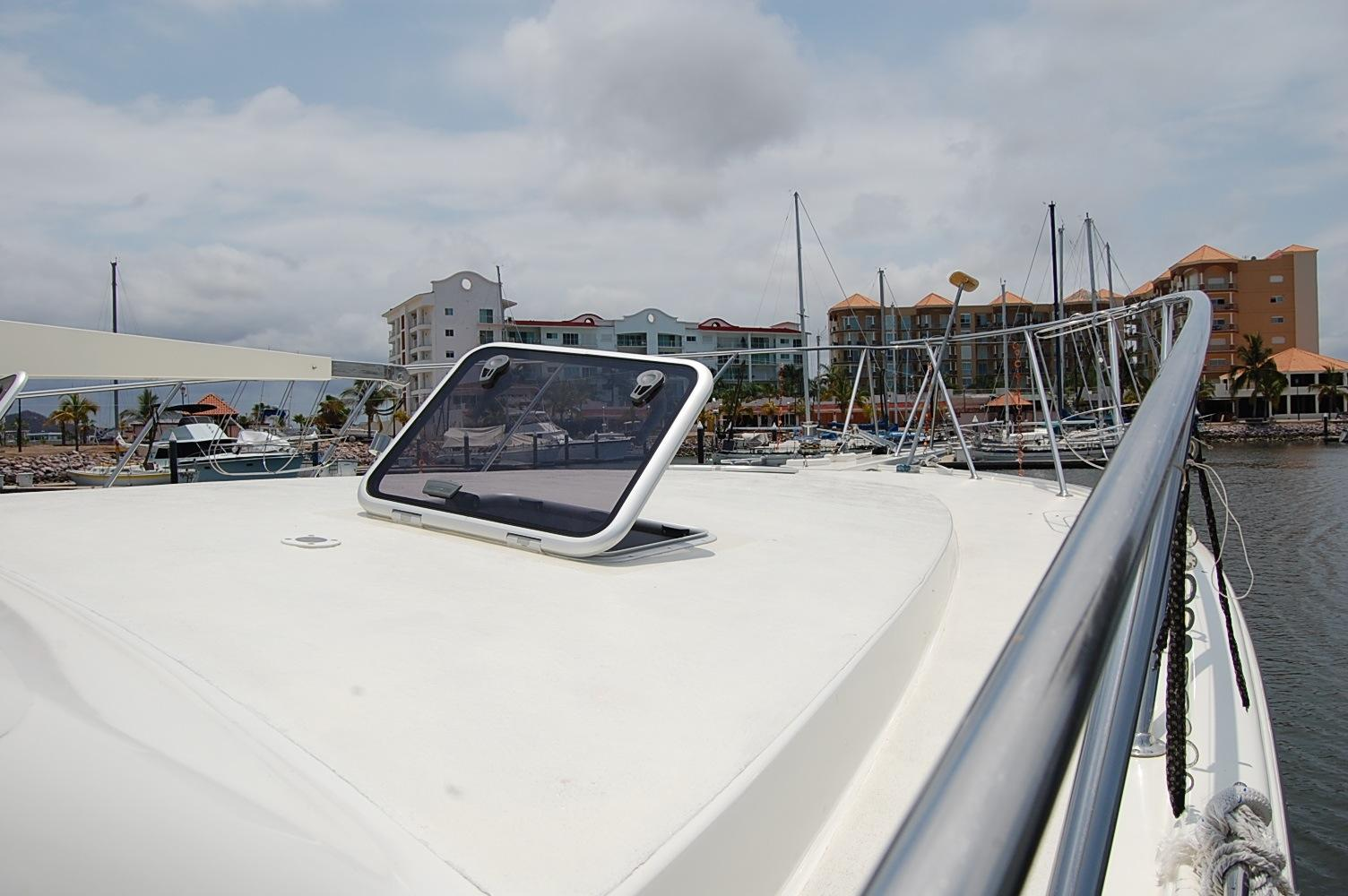 48' Ocean Yachts Super Sport+Starboard side Out Rigger