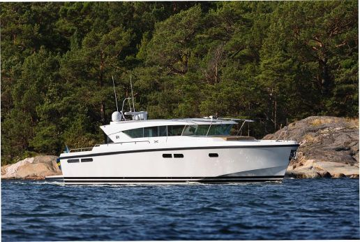 2018 Delta Powerboats Carbon Fiber Motor Yacht