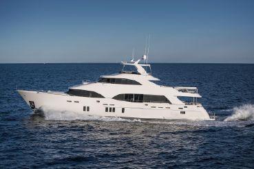 thumbnail photo 2: 2019 Ocean Alexander Motor Yacht