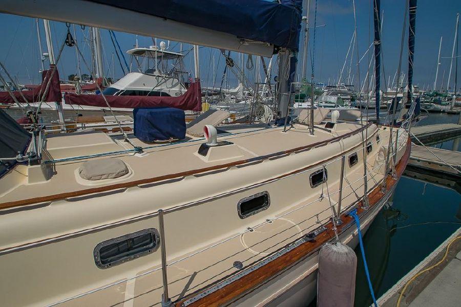 Island Packet 45 Sailboat Topsides