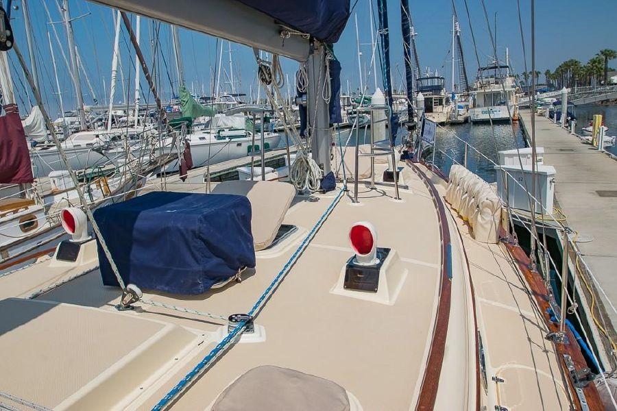 Island Packet 45 Sailboat Deck