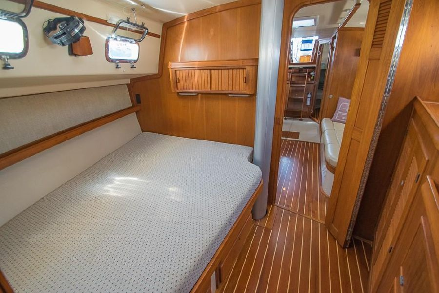 Island Packet 45 Forward Owner's Stateroom