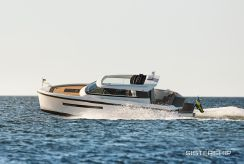 2019 Delta Powerboats 33 Coupe