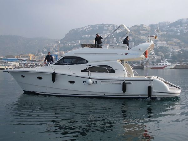 Rodman 41 Type Motor. The R41 offers an exceptional sailing performance, ...