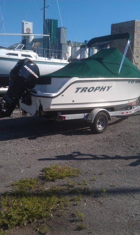 19 ft 2011 trophy 1903 center console