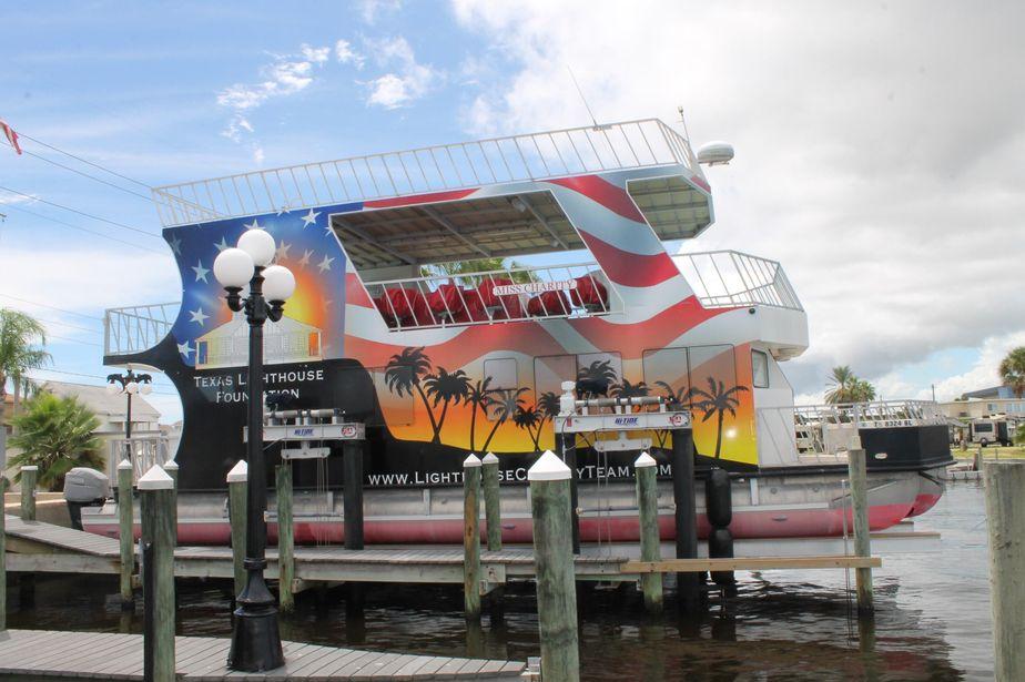 2011 Custom Houseboat Power Boat For Sale Www Yachtworld Com